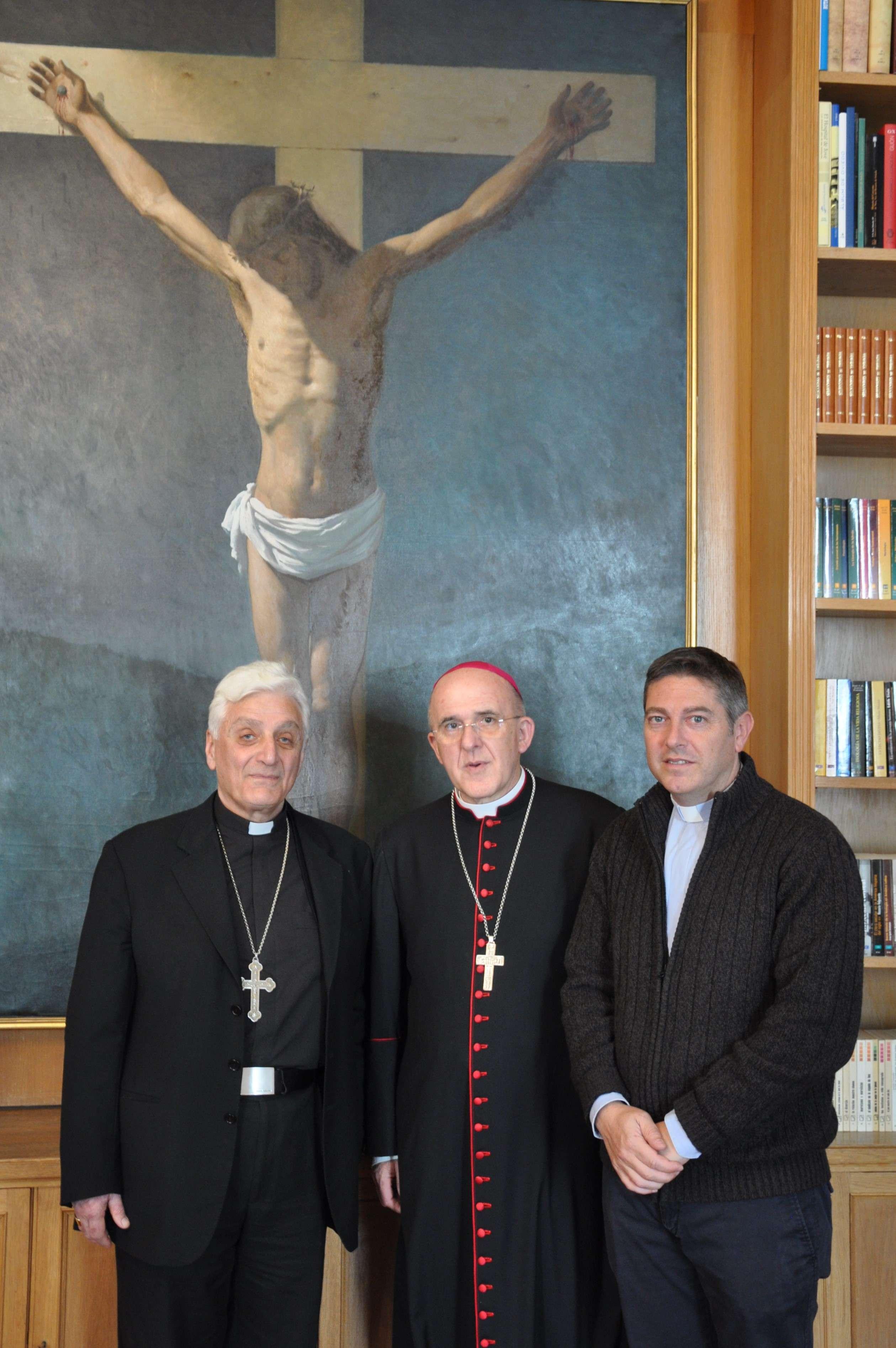 Presidente del SIT con el Arzobispo de Madrid y con el Obispo de Aleppo.jpg