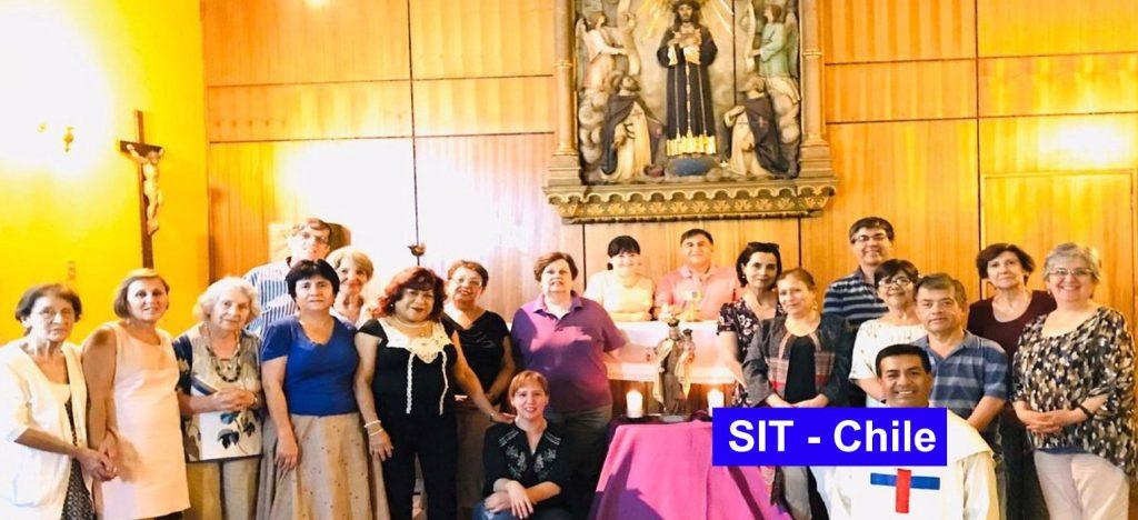 Laicos en oración por los cristianos perseguidos en Santiago de Chile.
